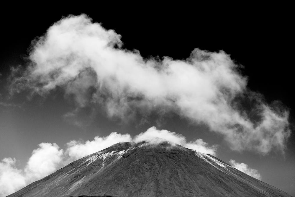 Mount_Tongariro_Black_and_White.png