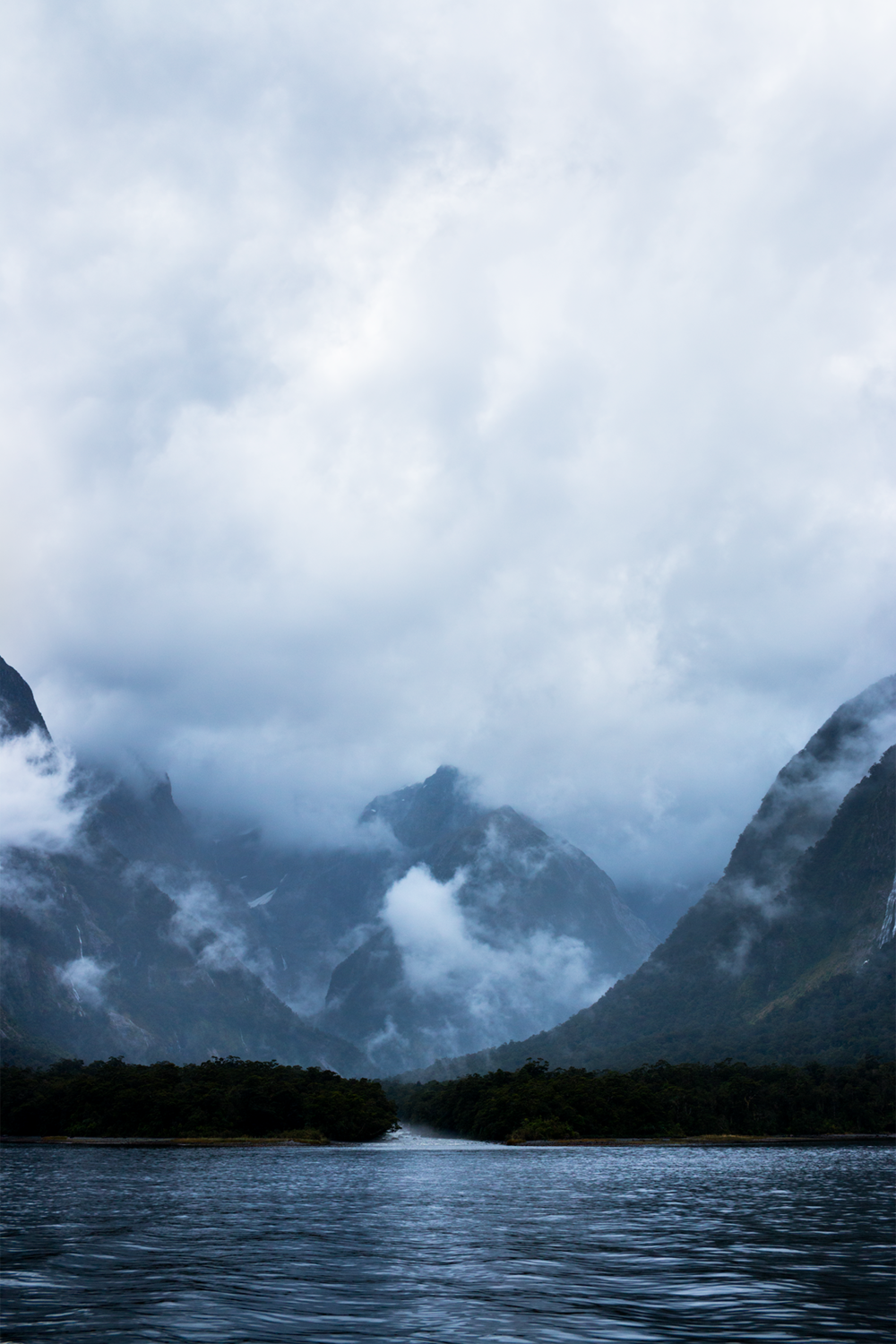 Milford_Sound_New_Zealand_1.png