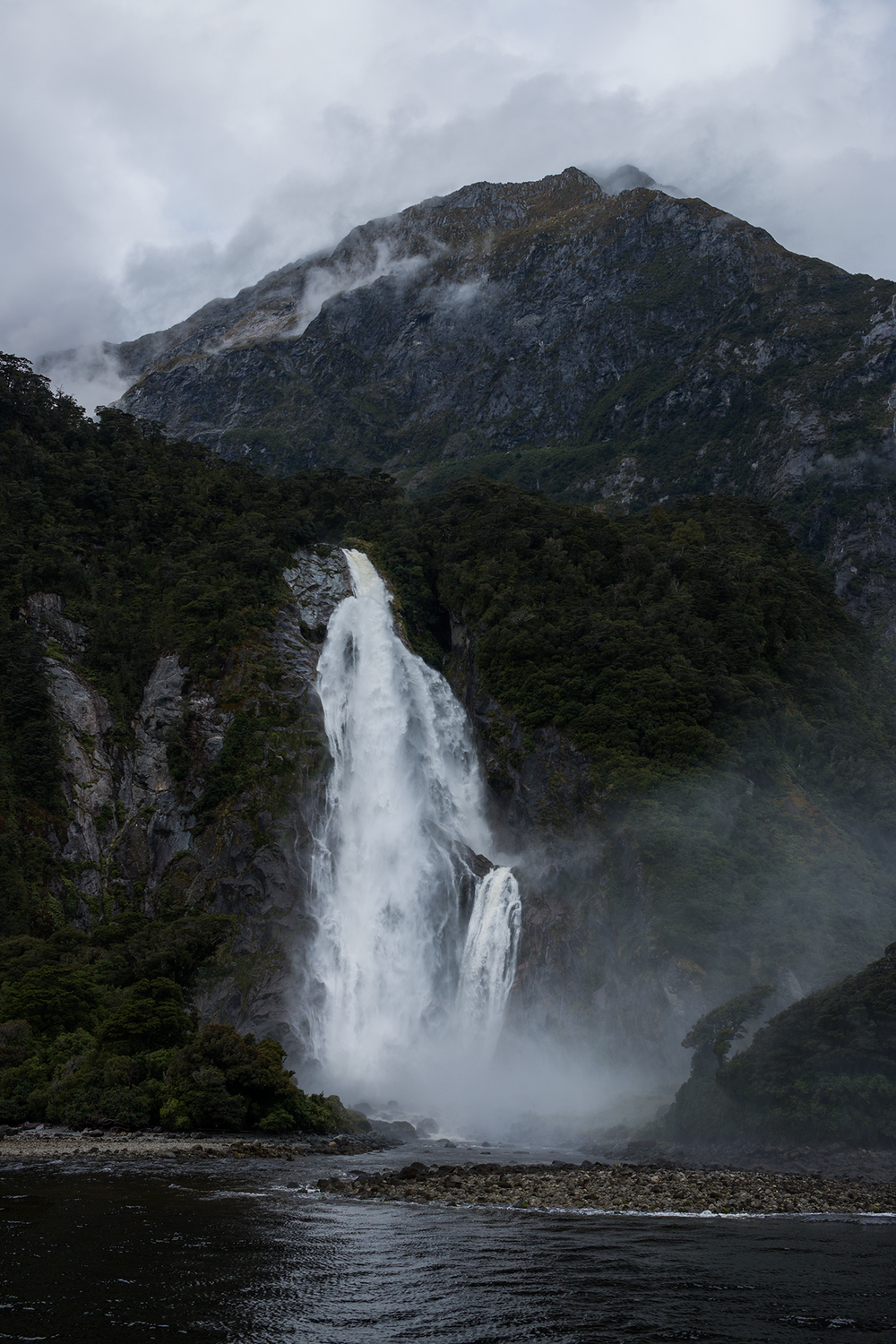 Milford_Sound_New_Zealand_2.png