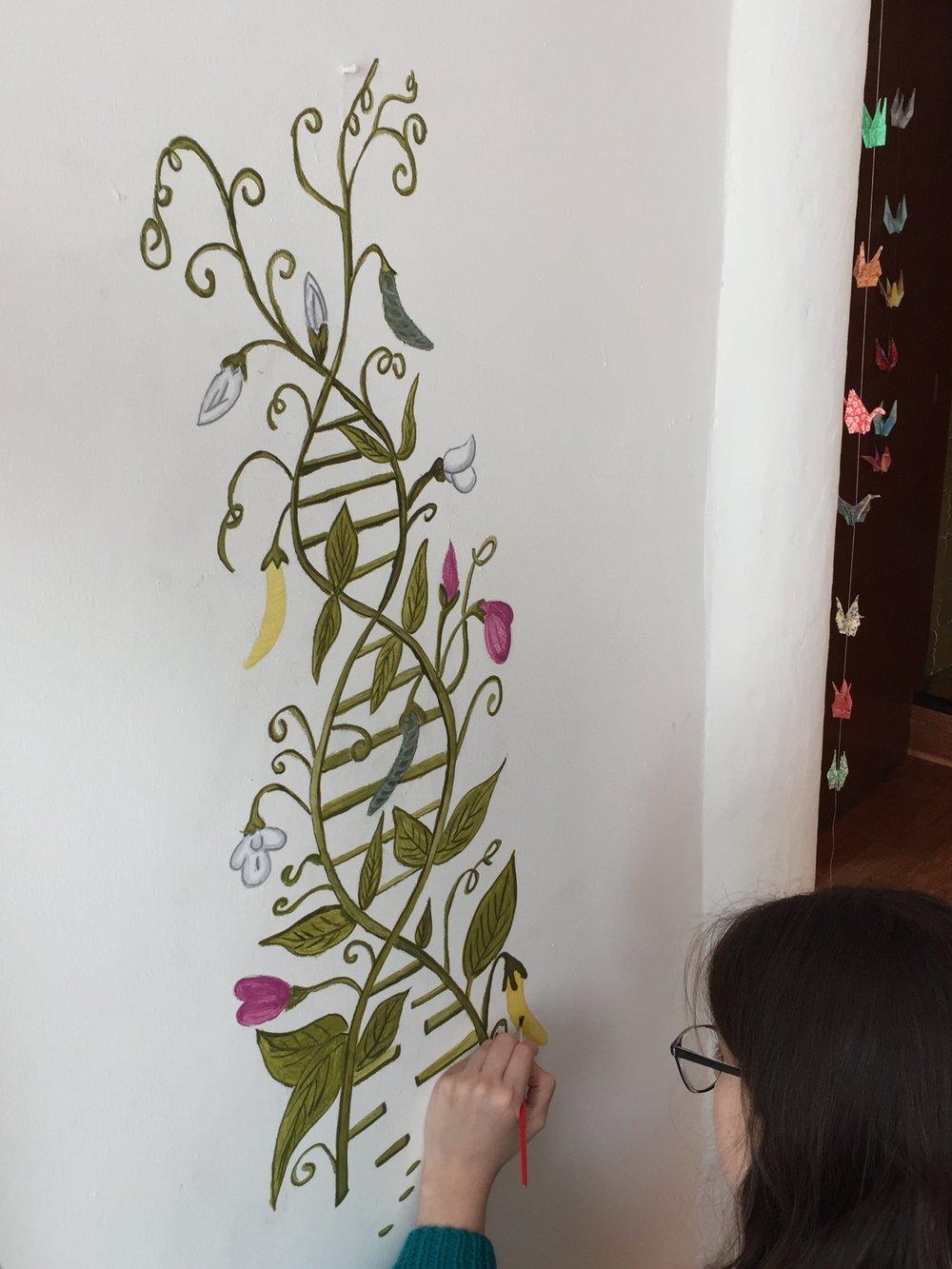 Pintando el mural...