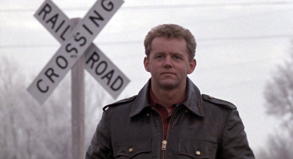 Joe (David Morse) watches Frankie take the train out of town