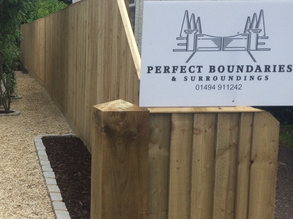 Perfect Boundaries Sign and Bespoke Fence Image