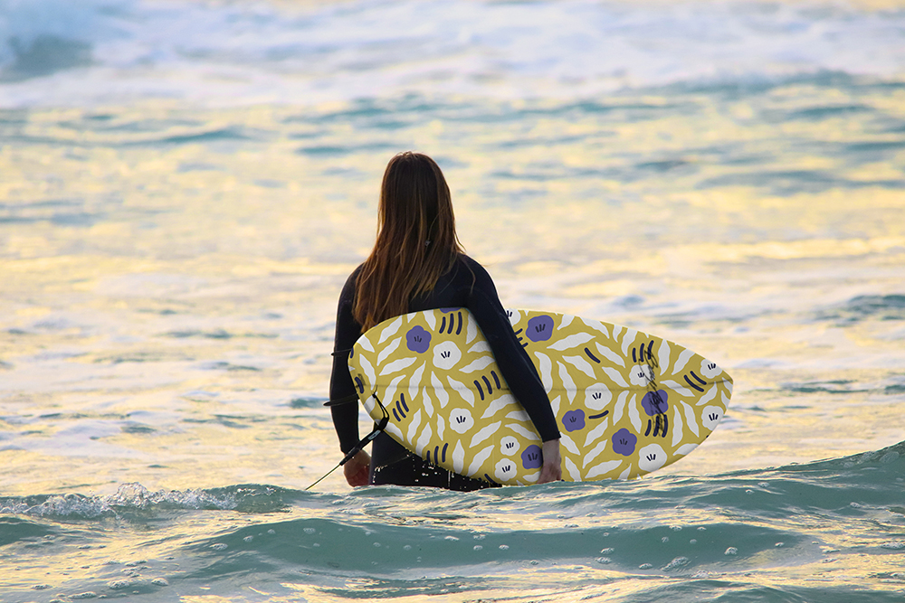 18050_3_C1_Free-Flow-Flowers_surfboard_majaronnback.jpg