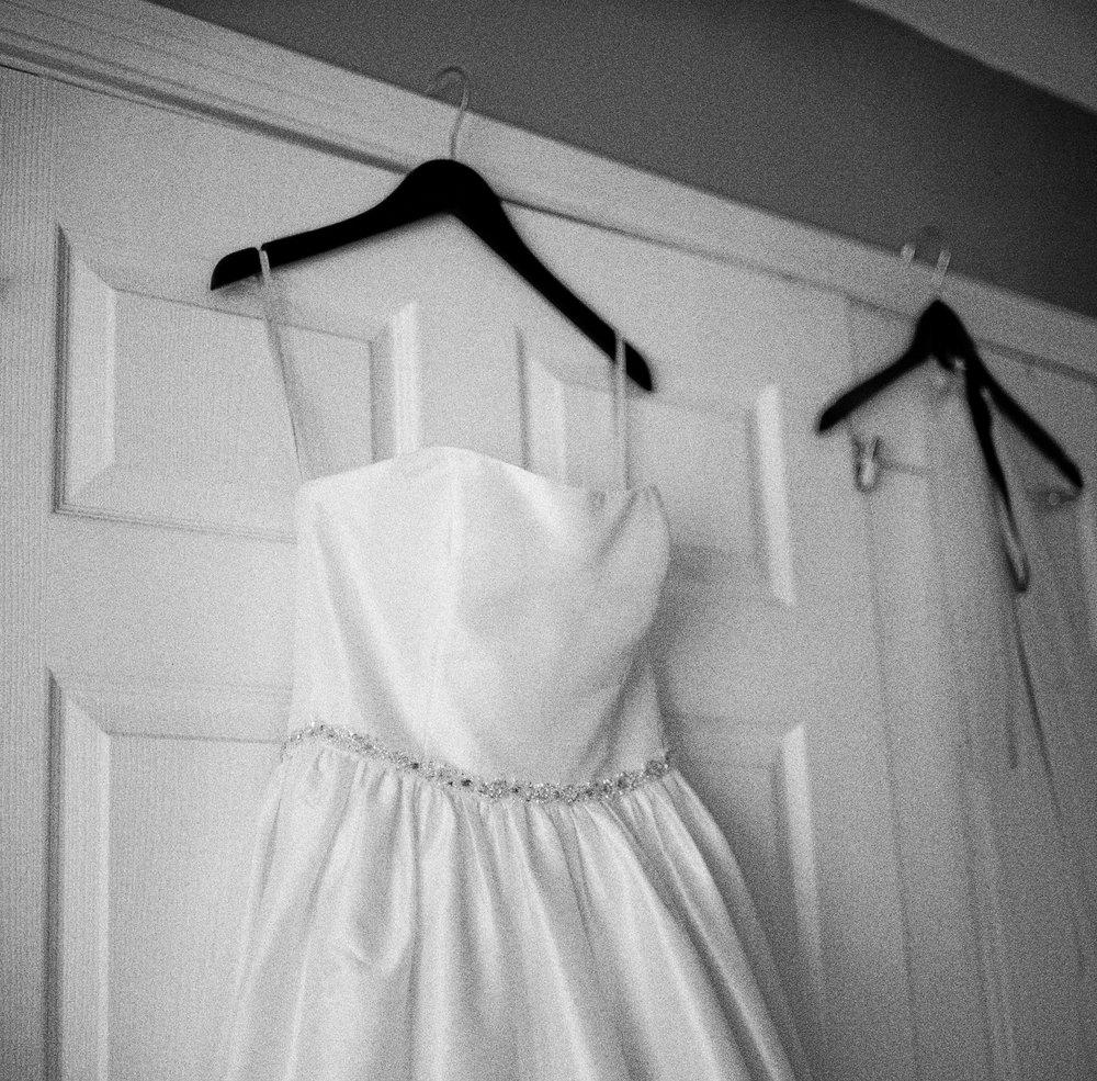 01_BridePrep-13.jpg
