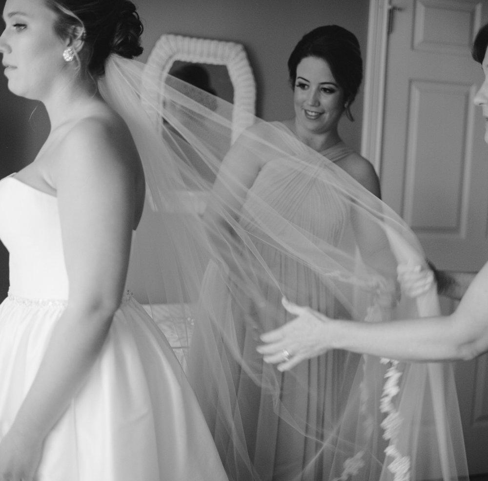 01_BridePrep-42.jpg