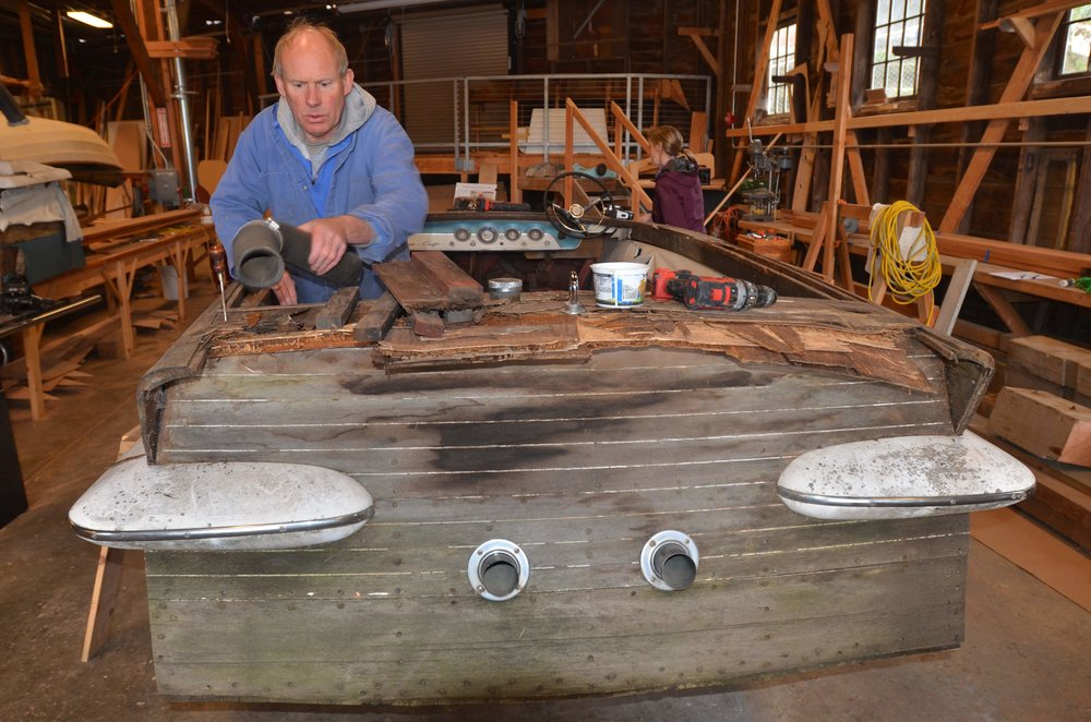 Mentor Bruce Bronson restores a Chris-Craft Super Sport.