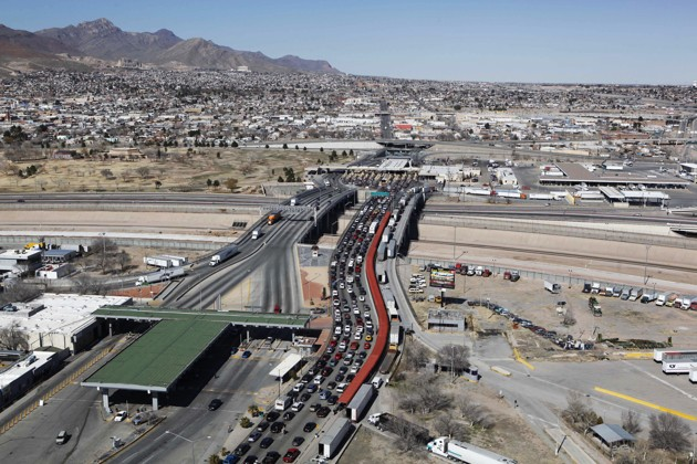 Traffic between El Paso and Juarez in 2010 (Alexandre Meneghini / AP)