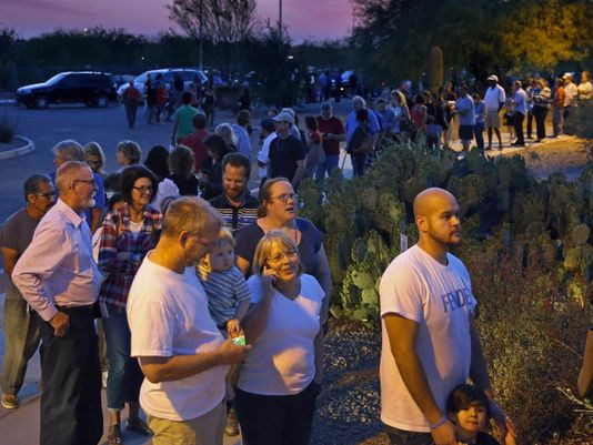 Line of voters in Chandler, AZ on 3/22/16     (Photo: David Kadlubowski, AP)