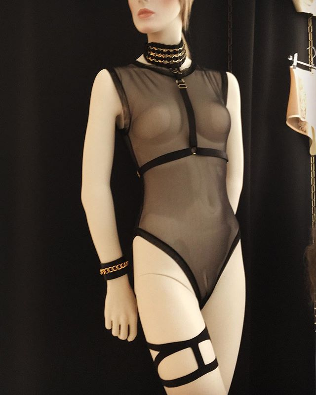 Our sexy look of the day: Body from Murmur, collar and garter from Bodybinds and bracelet from Absidem. Amazing designer items, available in our store. #luxurylingerie #luxuryfashion #sexyaccessories #boudoirbelles_boutique #fashion #switzerland #handmade