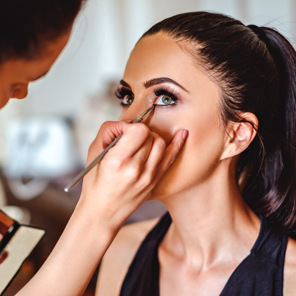 Our one-on-one and group lessons help you simplify your makeup routine. Spend time doing what you love, and less time doing the in between things. -