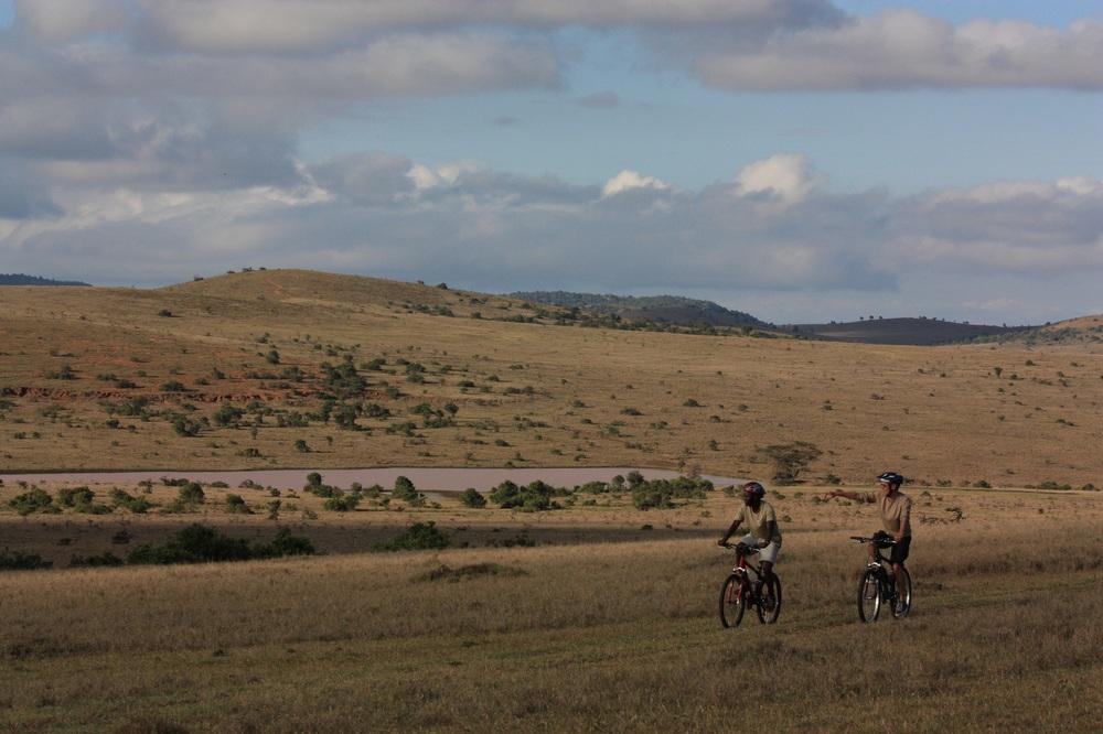 mountainbiking on Borana.JPG