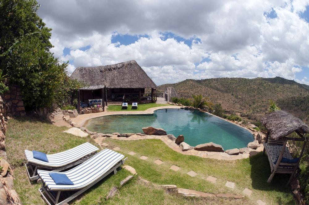 BoranaLodge swimmingpool.jpg