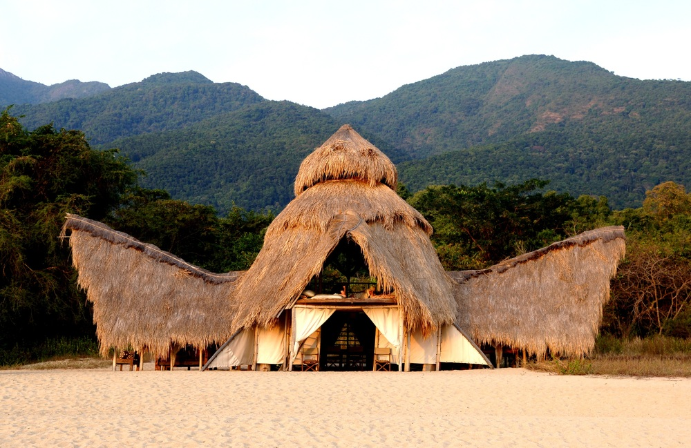 Greystoke Mahale mess 2 - Nomad Tanzania.jpg