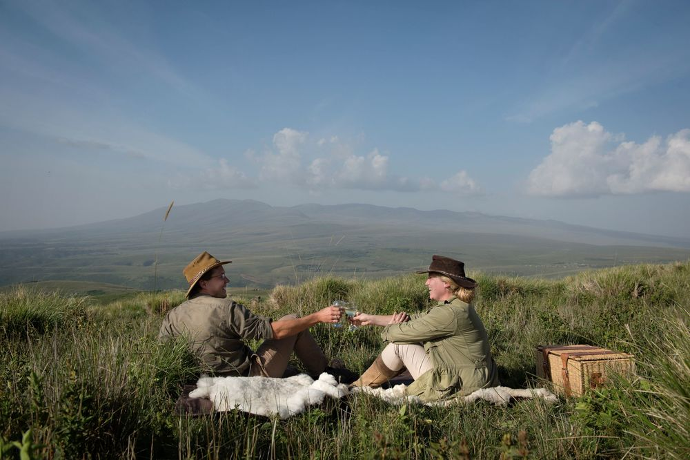 Highlands-Ngorongoro-guests-picnic-Eliza-Deacon-1-HR.jpg