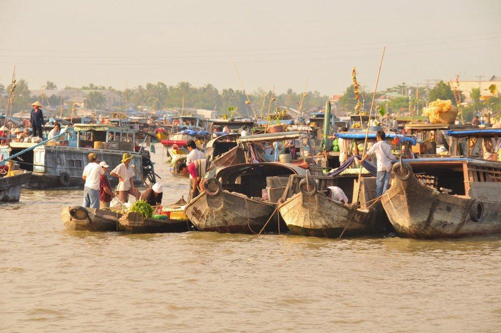 floating_market_mekong_delta.jpg