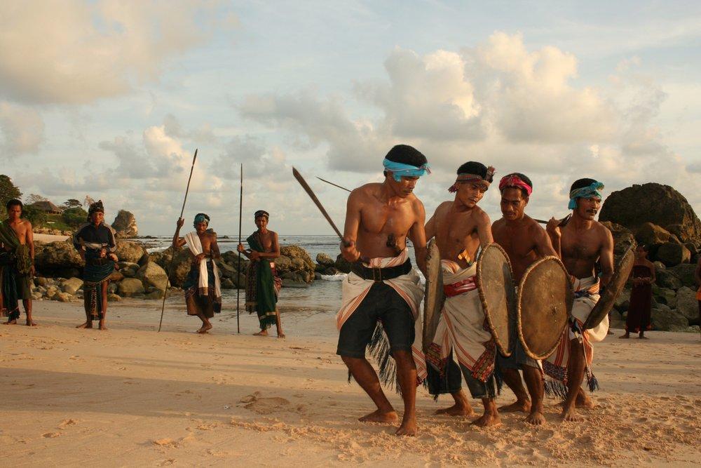 RS6_Nihiwatu men dancers - beach 1.jpg
