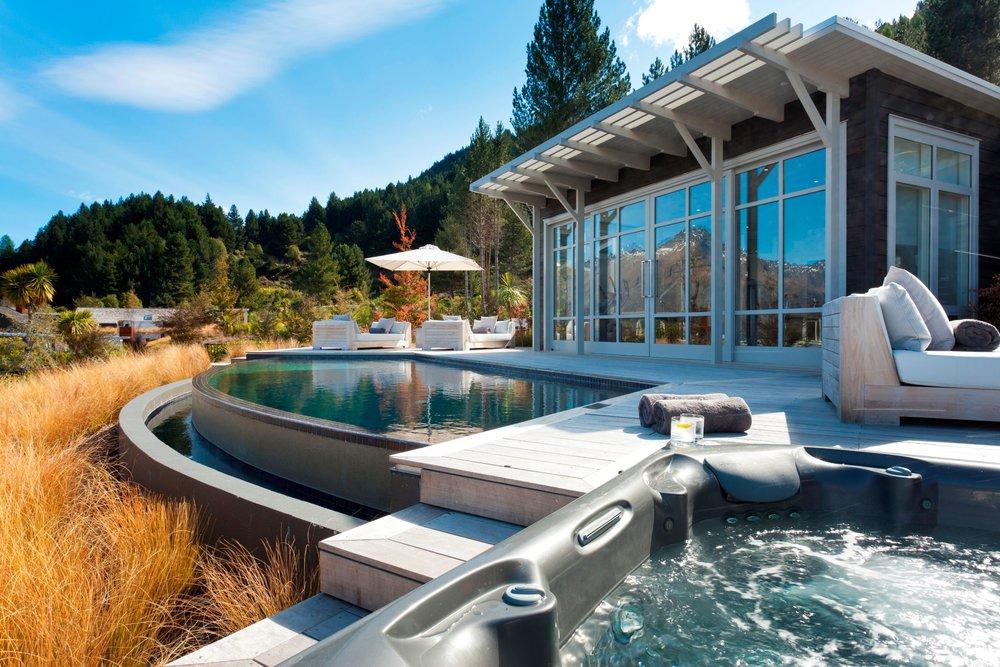 Infinity-Pool-Outdoor-Jacuzzi.jpg