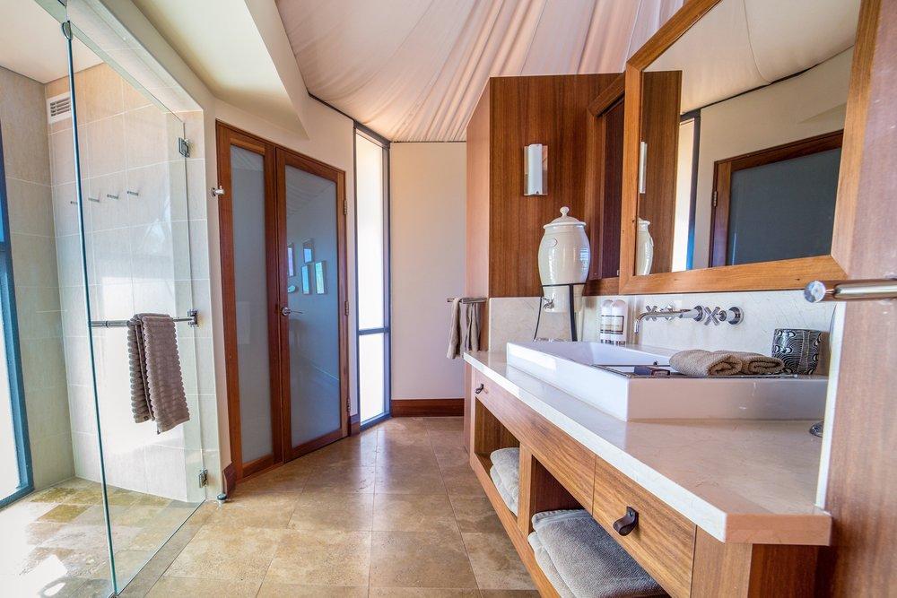 Longitude-131_Ayers-Rock-Uluru_Tent-Bathroom.jpg