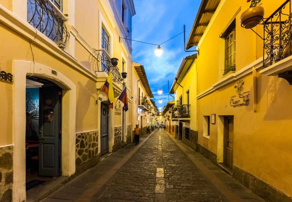 Calle_de_la_Ronda,_Quito,_Ecuador,_2015-07-22,_DD_215.jpeg