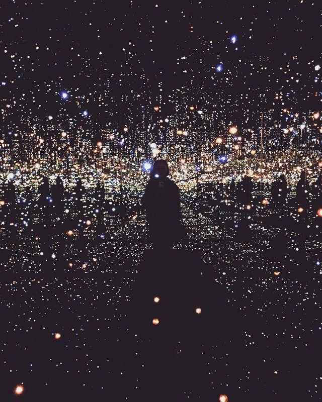 Yayoi Kusama's infinity room 🕳 #yayoikusama #thebroad #LA