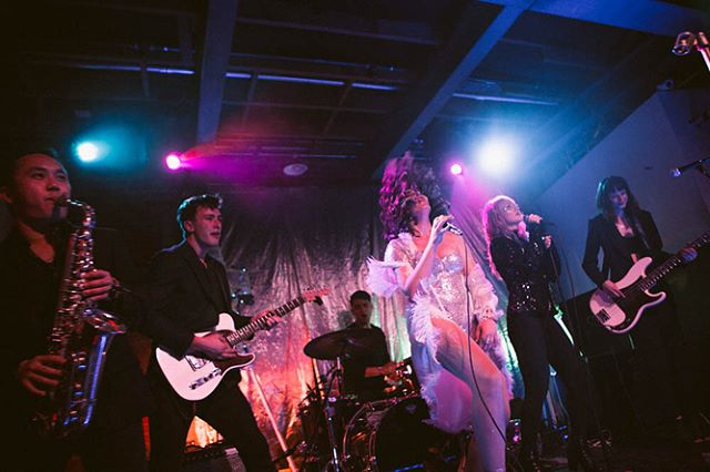 👑 live shows are my happy place 👑 . . catch me tonight singing for a good cause at @tenantsofthetrees w/ all my main girls xx info in my feed  photo by @dohenyphoto xx custom outfit by @anna_estella