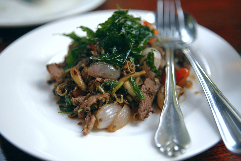 Stir fried beef with lemongrass and wood ants