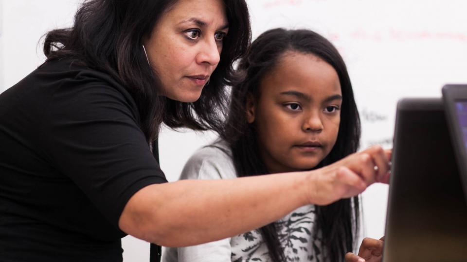 Incubator School founder Sujata Bhatt works with a student.