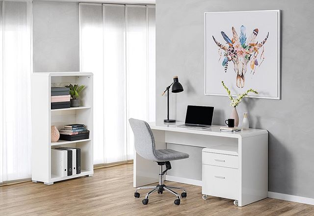FFS imagine if your home office could actually look like this! 🙏🏼 if you like interiors and photos and stuff check out my website. Styled by me for @amartfurniture  #serenity #interiors #interiorstyle #interiordesign #homeoffice #workspace #worklife #desk #artwork #stylist #workspacegoals #interiorinspo