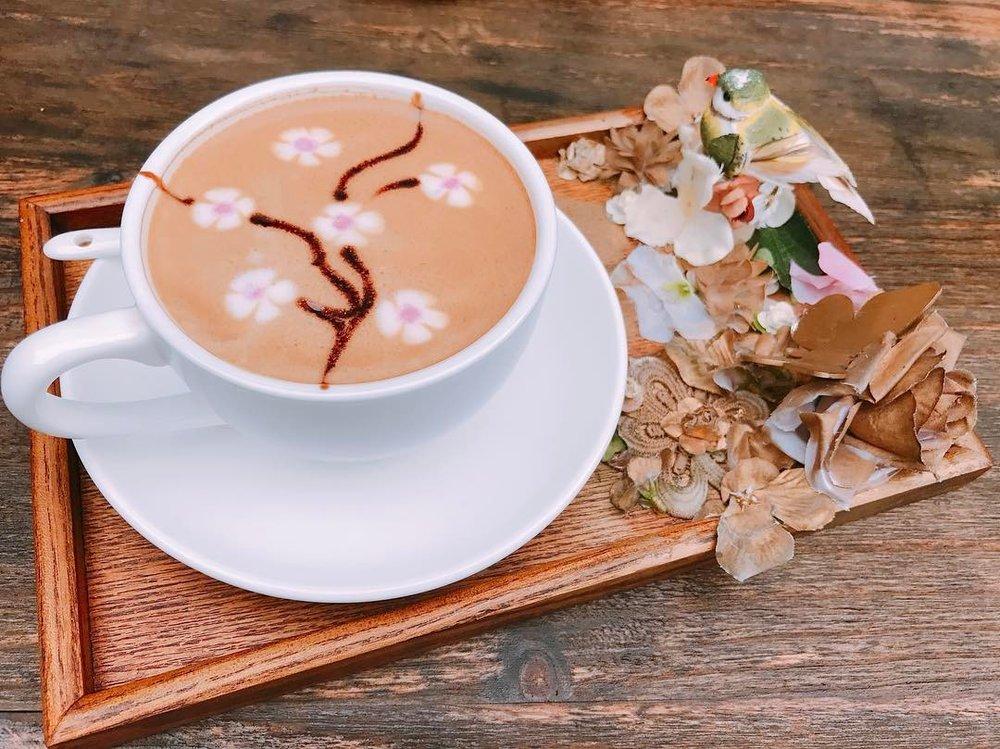 Sakura latte at COFFEE Lover Cafe.  Image source.