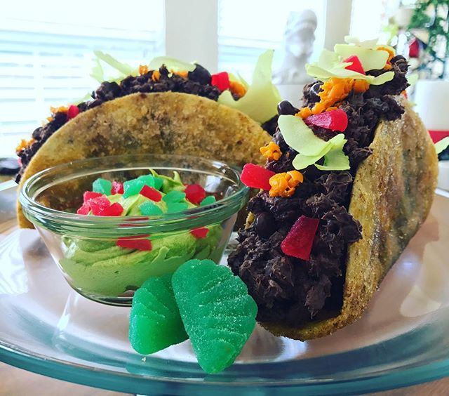 I mean... can we taco 'bout this cake? - K8Monster #campcake @yolanda_gampp
