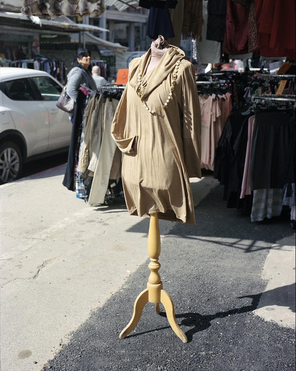 Mannequin beige copy.jpg