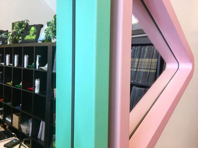 Close ups🕵🏻 . . . . . . . #design #designer #designlife #furniture #furnituredesign #minimalist #minimalism #minimalfurniture #minimaldesign #color #mirrors #interior #interiordesign #shape #showmeyournola #neworleans #nola #icff #icff2017
