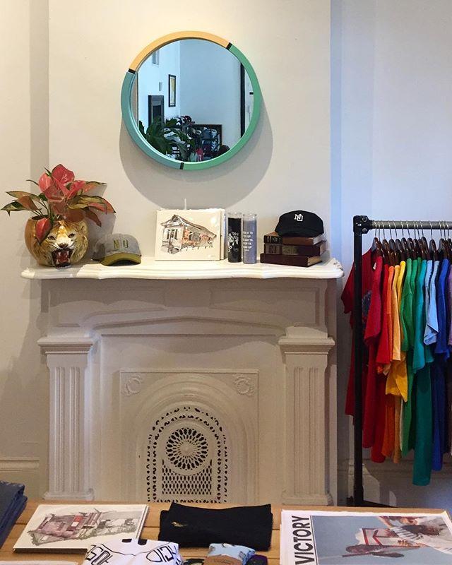 @dno.la on magazine st. ✌🏼 . . . . . . . #design #designer #designlife #furniture #furnituredesign #minimalist #minimalism #minimalfurniture #minimaldesign #color #mirrors #interior #interiordesign #shape #showmeyournola #neworleans #nola