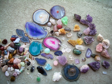 8-Crystals-And-Stones-Every-Empath-Should-Have-In-Their-Homes-1.jpg