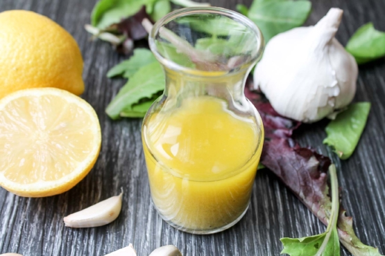 Easy-Lemon-Garlic-Dressing-5.jpg