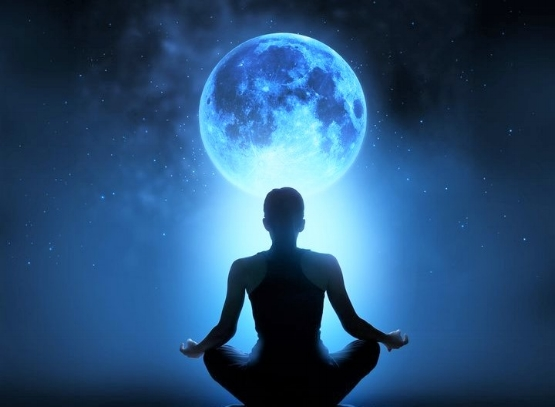 Spiritual-Meaning-of-The-New-Moon-and-How-to-Use-Its-Power-1.jpg