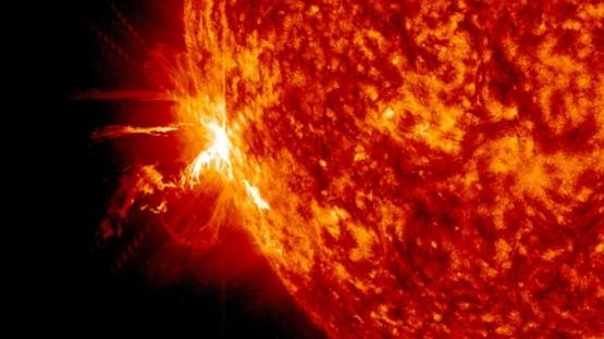 HT_solar_flare_jtm_140611_16x9_608.jpg