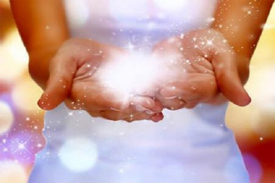 Reiki-hands-full-of-light.jpg