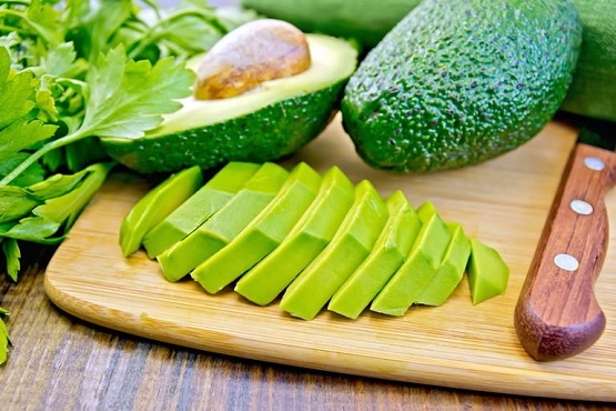 bigstock-Avocado-slices-on-board-88682918-768x512.jpg
