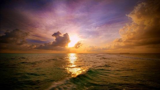 maldivian_sunset-1366x768.jpg