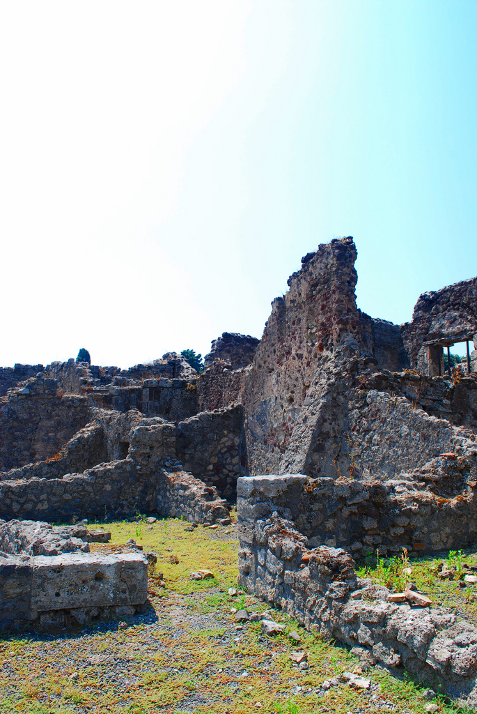 Pompeii ruins.jpg