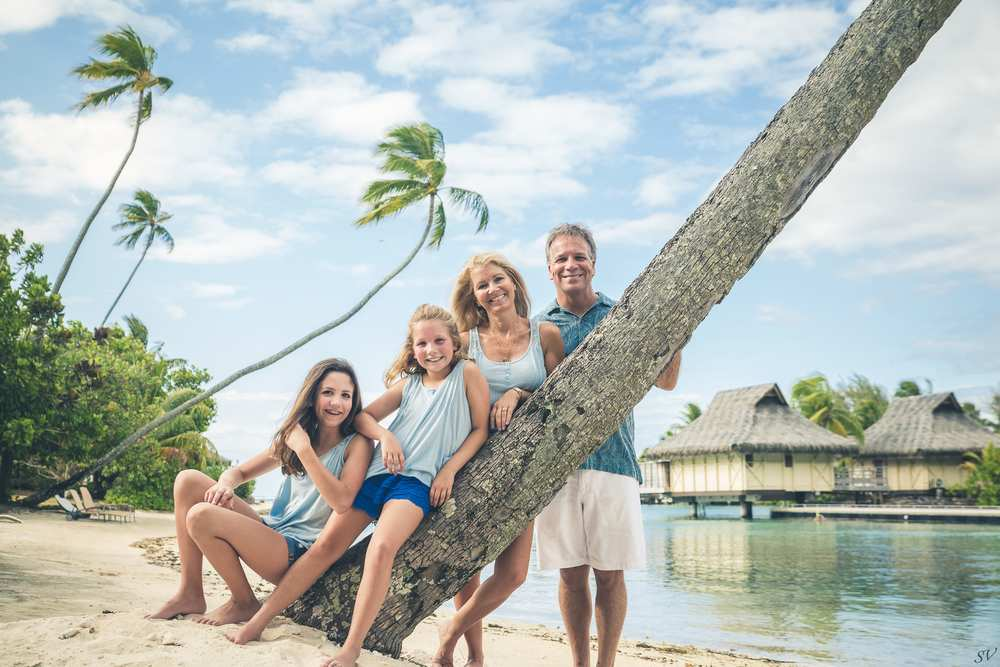 family photographer in Moorea and Tahiti