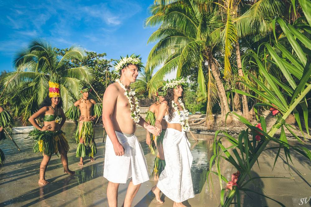 Destination wedding in Moorea on the private beach