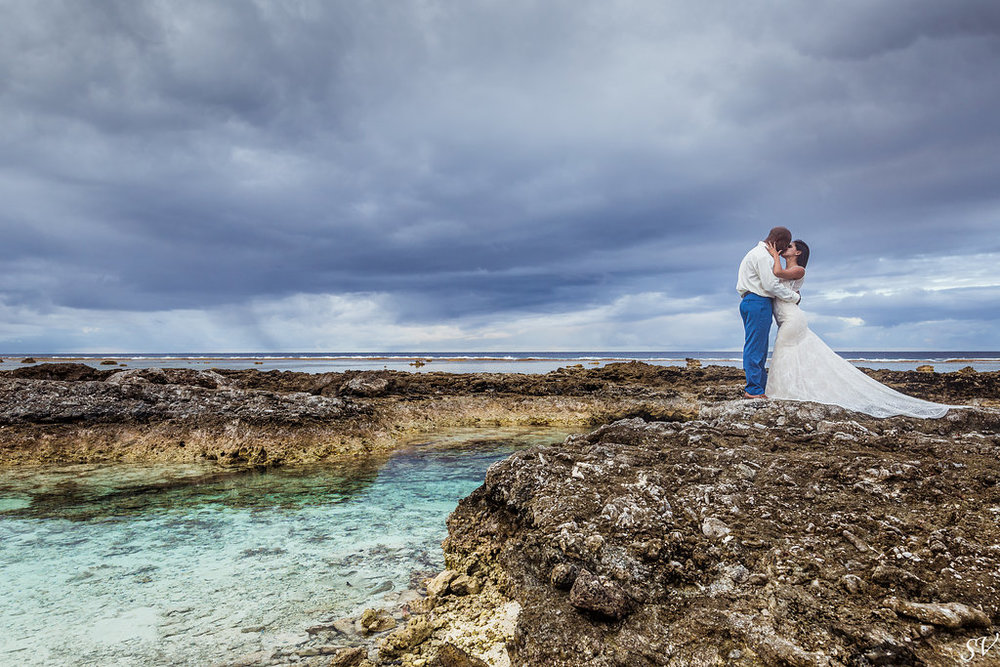 Right after the ceremony, let's go to shoot on such a beautiful place, in Bora Bora