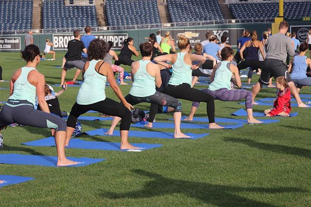 Join @jenniferglass assisted by @laurelshort & @taylornosakhereyoga this SUNDAY for an hour long yoga practice actually on the field at the @kcroyals . After yoga we'll all have breakfast and hangout before the game. Also included is a custom yoga mat...we have a new color mat this year for you & it's our FAVORITE! Get a group together from your yoga studio & wear shirts to represent! Sign up Royals.com/yoga 🙏🤗 #YogisInTheOutfield #koremovement