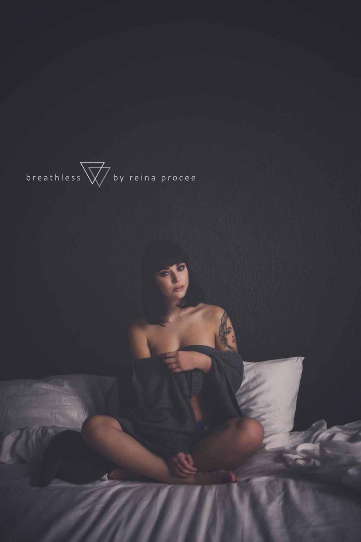 007-breathless-boudoir-montreal-fine-art-lingerie-photography-glamour-portrait-portraits-fineart.png