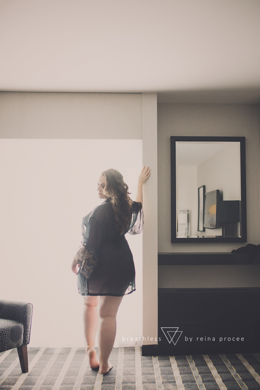007-breathless-boudoir-montreal-fine-art-lingerie-photography-glamour-portrait-portraits-fineart-beauty.png