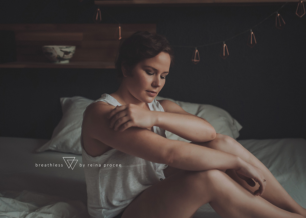 female-feminine-women-portraiture-boudoir-photography-montreal-beautiful-strength-empowerment-portrait-photographe-photographer-erotic-classic-5.png