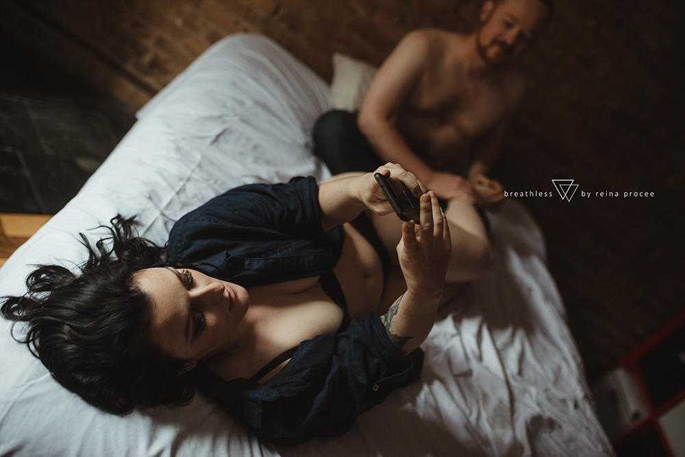 female-feminine-women-portraiture-boudoir-photography-montreal-couple-anniversary-empowerment-portrait-photographe-photographer-erotic-classic-23.png