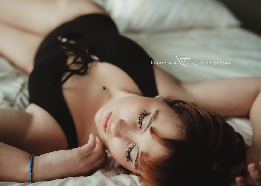 boudoir-erotic-pictures-photos-montreal-quebec-beauty-portrait-shots-2.png